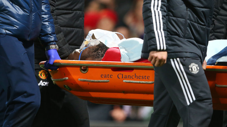 Romelu Lukaku stretchered off during Man Utd's clash with Southampton