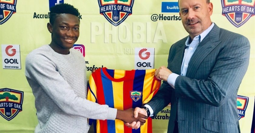 Midfieder Manaf Umar signs professional contract with Hearts Of Oak