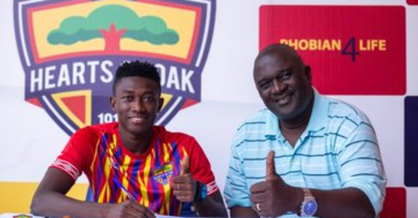Manaf Umar signs improved contract with Hearts of Oak
