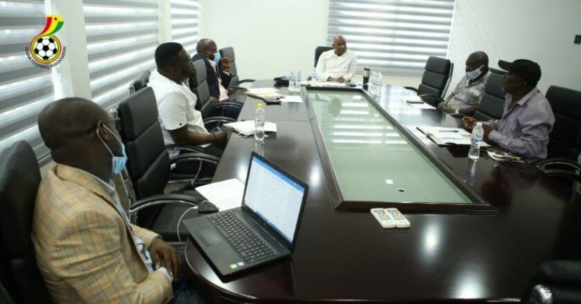 Photos: Advisory Committee on 18-club Division One League holds first meeting